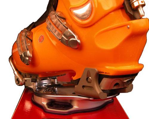 0d446c324f15 Защелкивающиеся крепления обычно сочетаются только со специальными мягкими  ботинками. Поэтому важно помнить, что при выборе таких креп вы сужаете себе  выбор ...